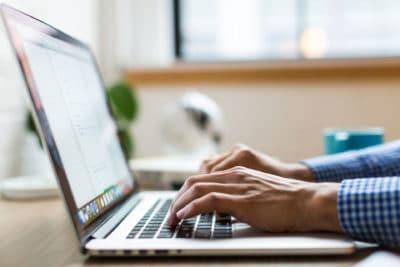 Lerne, E-Mails knapp, präzise und verständlich zu schreiben.
