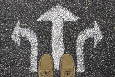 Zeitmanagement: Setze bewusst eindeutige Prioritäten, um an den wichtigen Aufgaben zu arbeiten und deine gesetzten Ziele besser zu erreichen.
